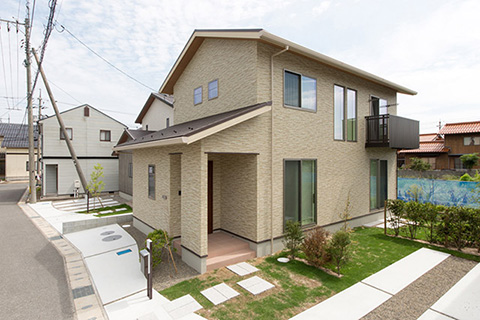 水平、垂直に視線の広がる開放的な4LDKの住まい|境港市清水町